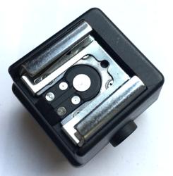 F&V Adapter Sony - ISO ze stopką i gniazdem na lampy PC