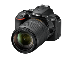 Nikon D5600 + AF-S DX 18-140 mm VR +karta SDHC 32GB 90Mb/s