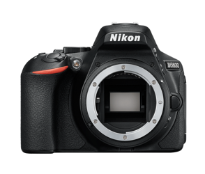 Nikon D5600 body + karta SDHC 32GB 90Mb/s